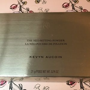 Kevyn Aucoin Makeup - Neo setting powder Kevyn Aucoin -used